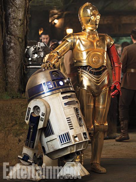 Gli immancabili: R2-D2 e C-3PO... con un insolito braccio rosso!